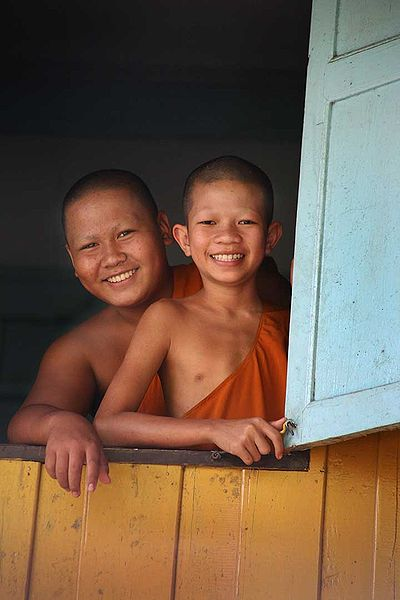 File:Young Thai Buddhist monks.jpg