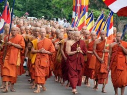 Vesakha buja-thousands monks.JPG