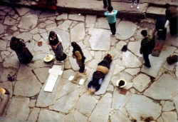 Pilgrims prostrating at Jokhang.jpg