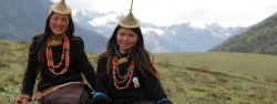 Beautiful-laya-girls-bhutan.jpg