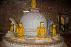 Aluvihara-rock-cave-temple.jpg