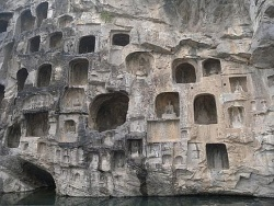 Longmen-Grottoes-in-China-4.jpg